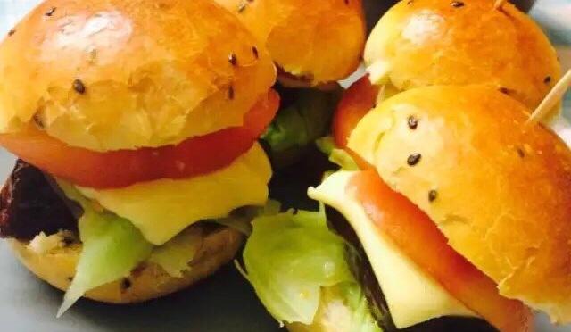 Black Sesame Round Bun And Mini-burger